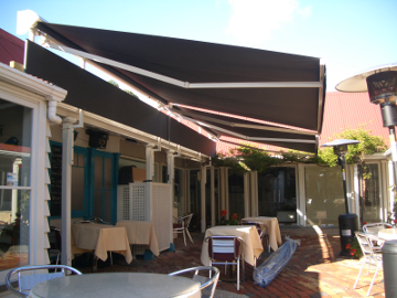 Retractable Awning2